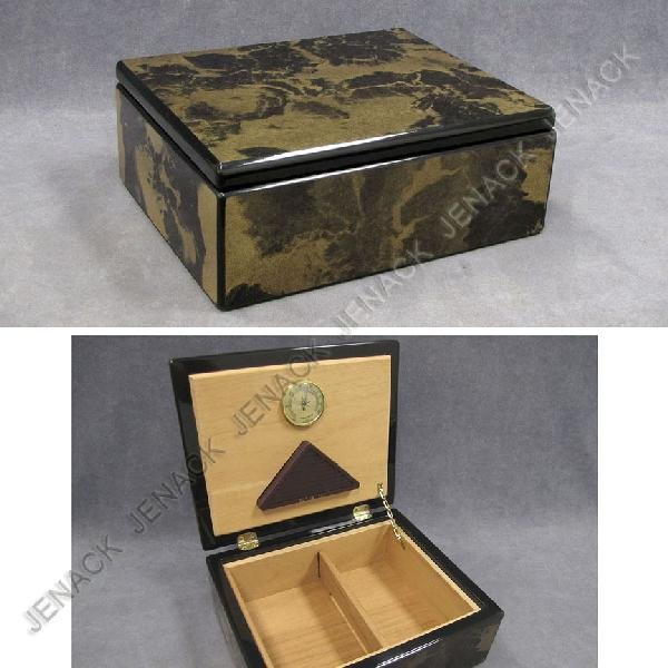 5: HAND CRAFTED LACQUERED WOOD HUMIDOR