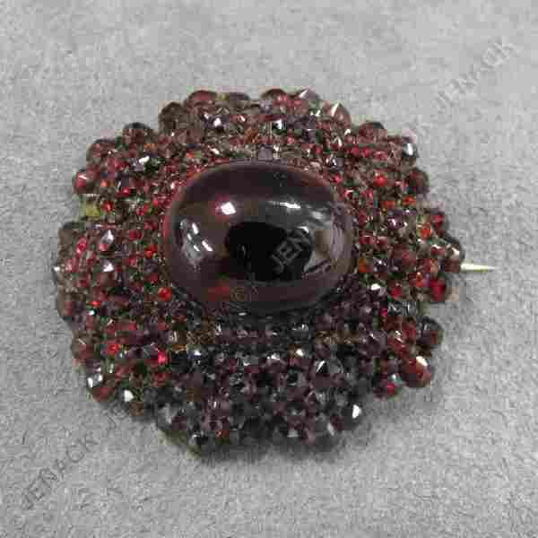 212: VICTORIAN GILT METAL AND GARNET BROOCH