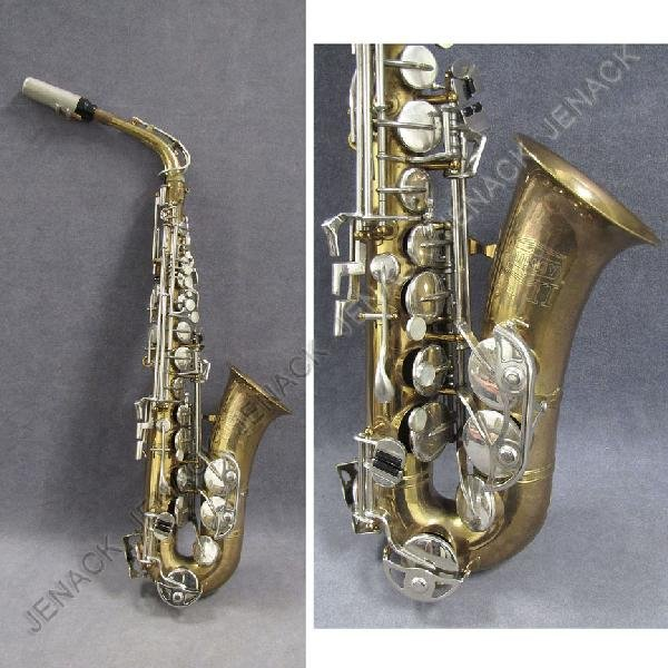 25: BUNDY II ALTO SAXOPHONE WITH CASE AND ACCESSORIES