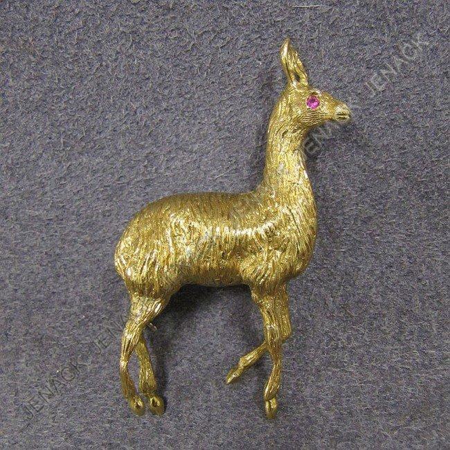 9: CARTIER 18K YELLOW GOLD LLAMA-FORM BROOCH, SIGNED
