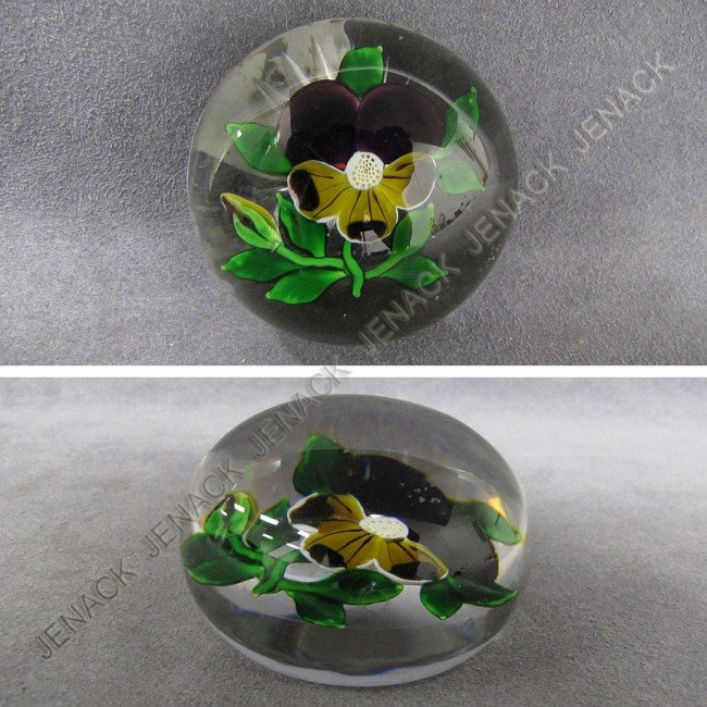 17: FRENCH (ATTRIBUTED TO BACCARAT) PAPERWEIGHT