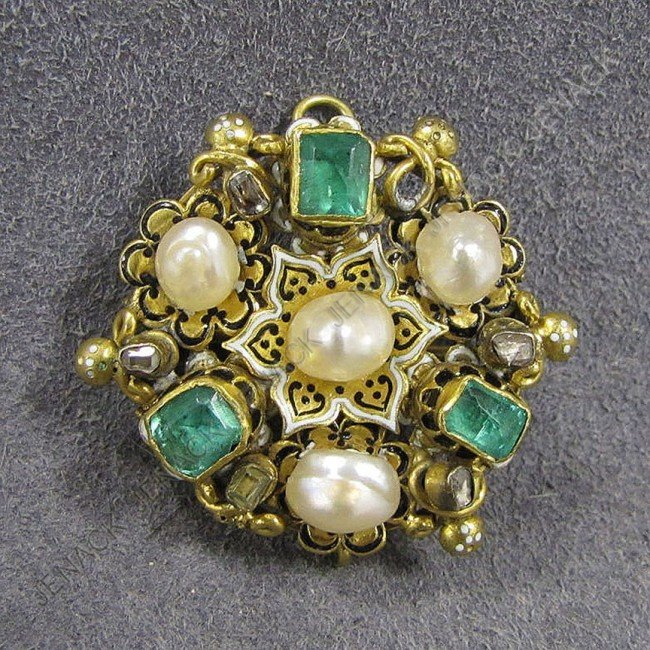 253: VICTORIAN YELLOW GOLD (TESTS 18K) ENAMELED PENDANT