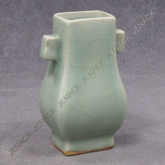 9: CHINESE SUNG STYLE LUNG CH'UAN ARROW VASE