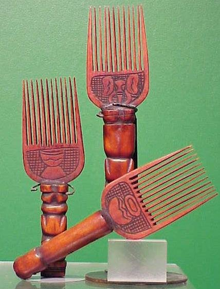 1006: LOT (3) ASHANTI CARVED BONE/WOOD COMBS