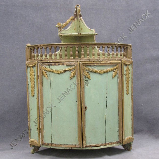 11: CONTINENTAL CARVED AND GILT HANGING CORNER CABINET