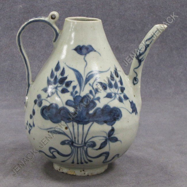 6: MING STYLE CHINESE PORCELAIN WINE EWER