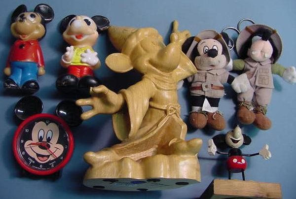 1022: LOT MICKEY MOUSE FIGURES & CLOCK