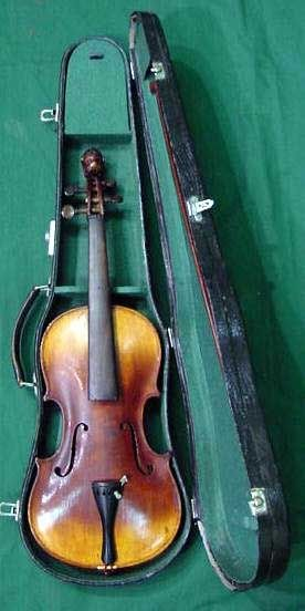 9: GERMAN CARVED VIOLIN AND BOW, SCHROETTER