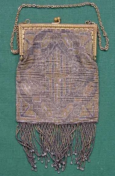 21: VINTAGE ART DECO ENAMELED MESH HAND BAG