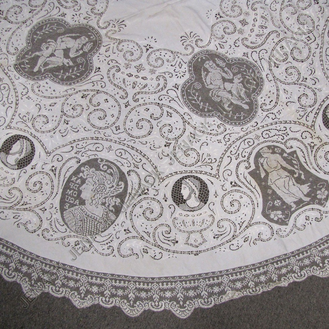 9: FINE VINTAGE LACE AND CUT WORK TABLE CLOTH