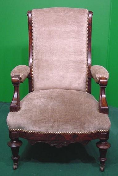11: AESTHETIC CARVED RECLINING CHAIR