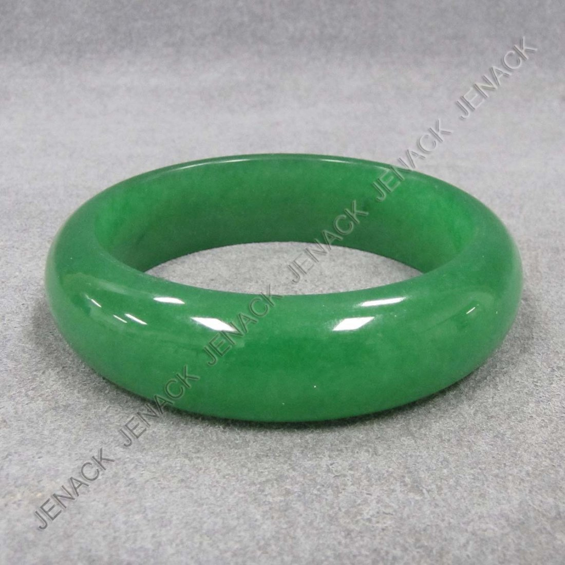 8: FINE CHINESE CARVED JADE BANGLE