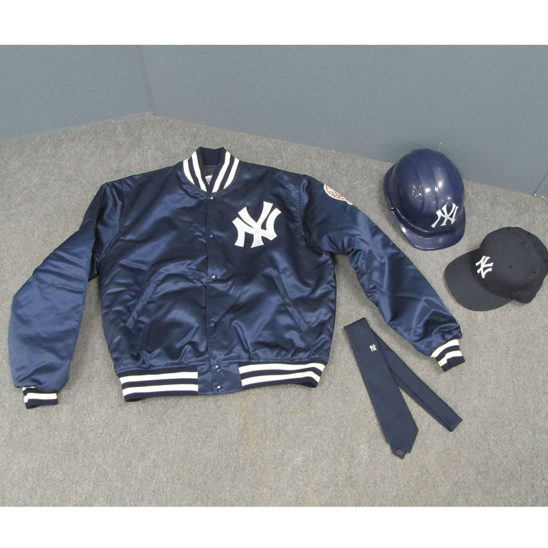 11: NEW YORK YANKEES LOT (3) INCLUDING JACKET, CAP