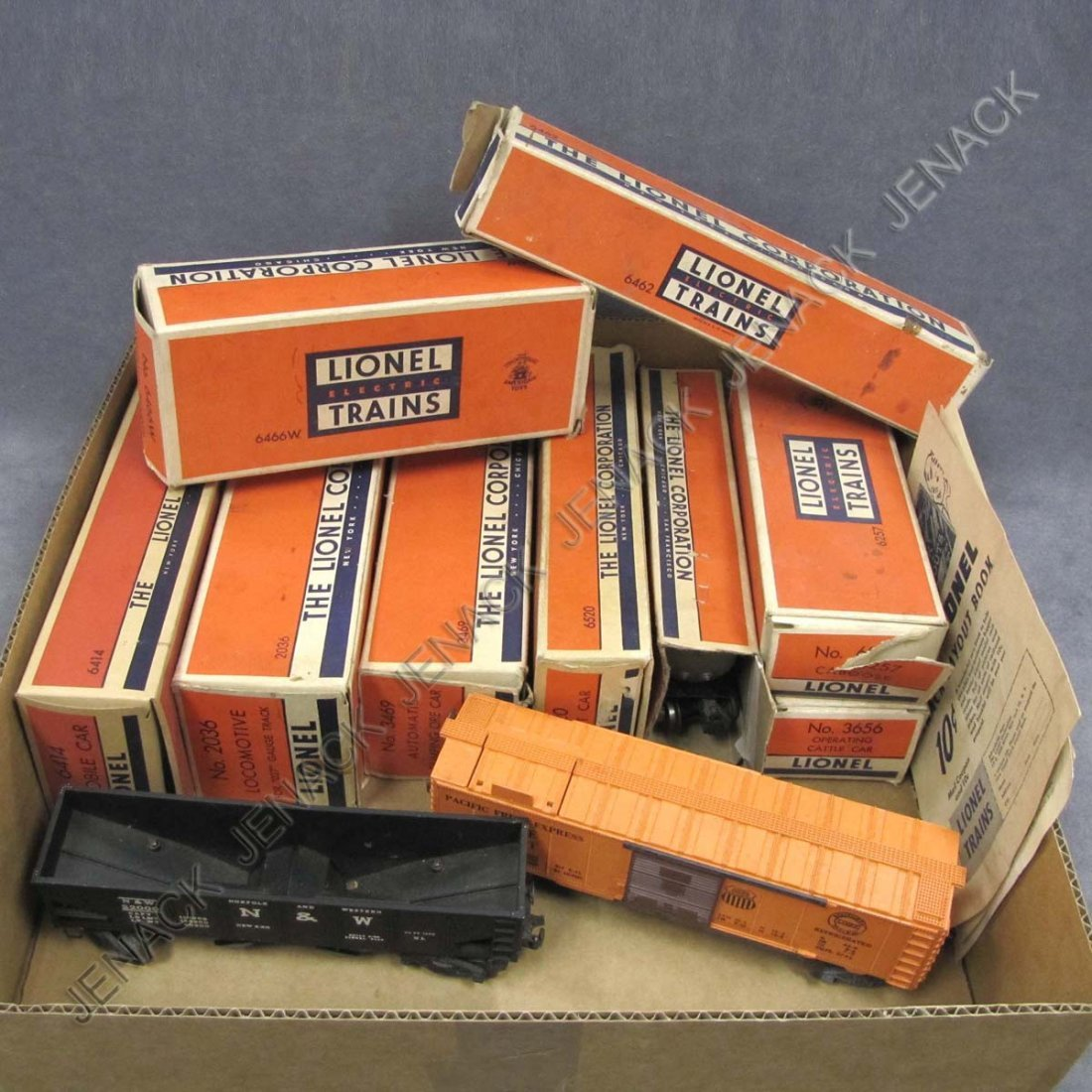 19: LOT (11) LIONEL INCLUDING #2036 ENGINE WITH BOX;