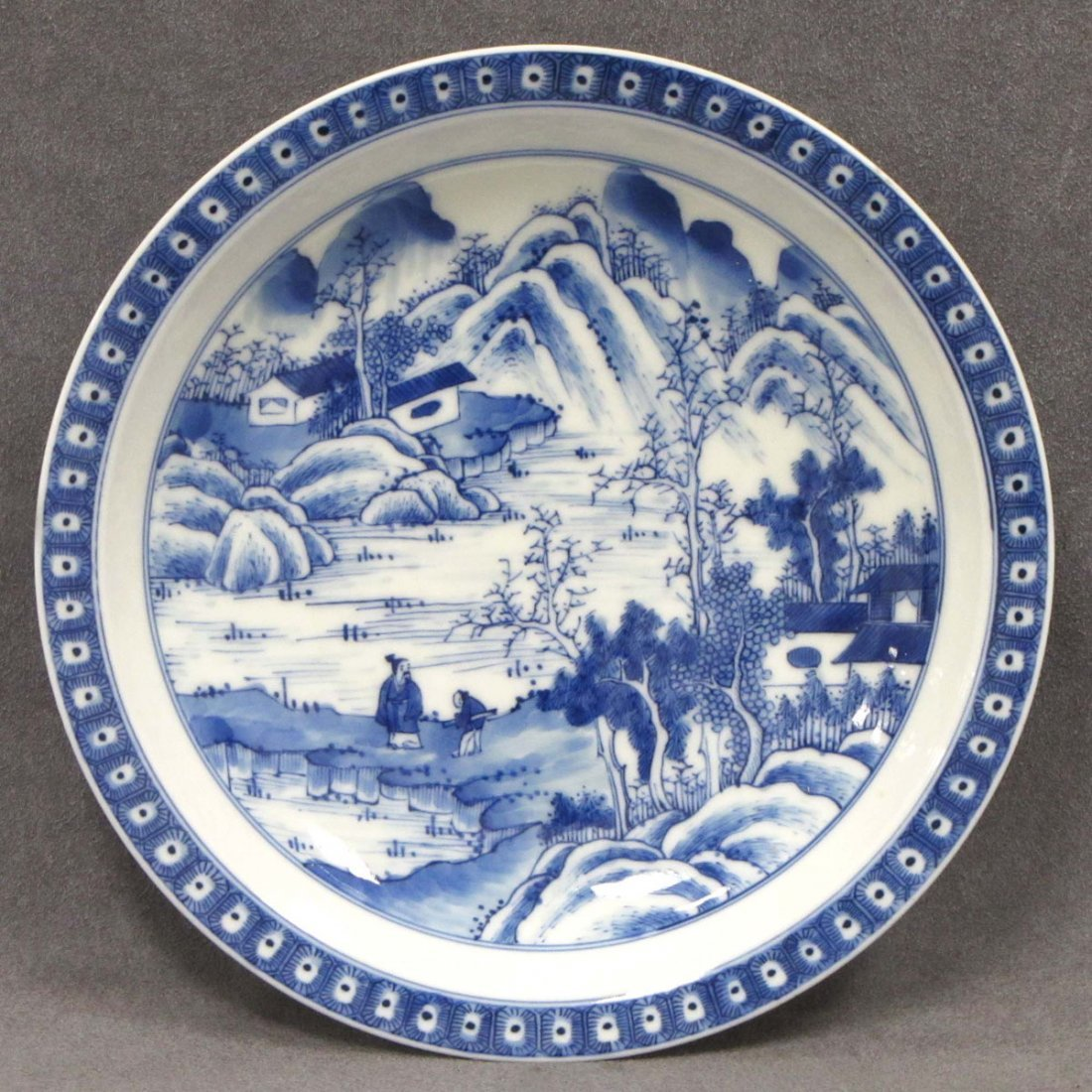 CHINESE DECORATED PORCELAIN PLATE WITH LANDSCAPE