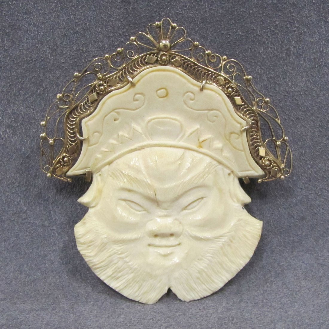 VINTAGE CHINESE CARVED IVORY PENDANT