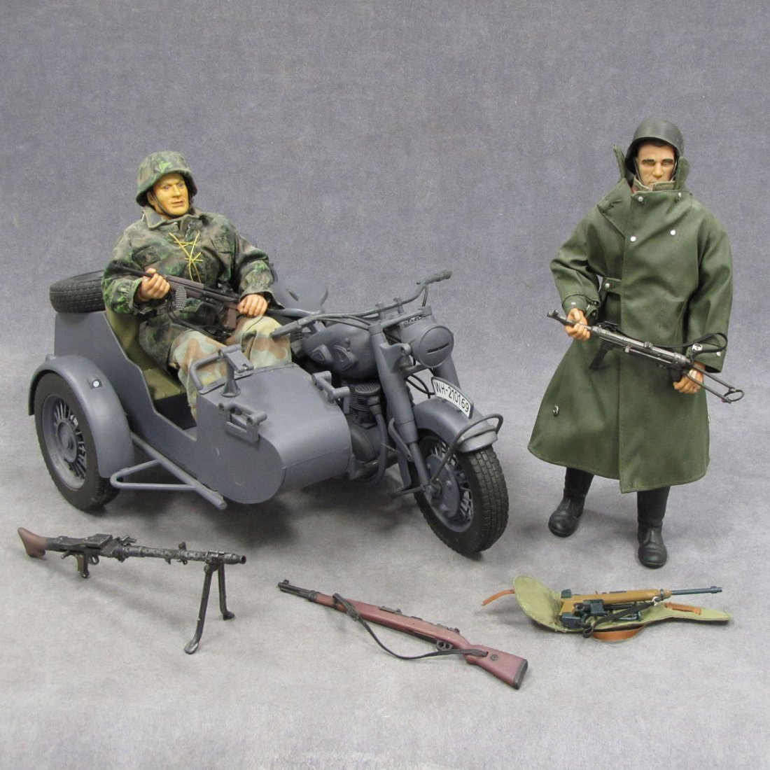 LOT INCLUDING GERMAN WWII MOTORCYCLE/SIDE CAR