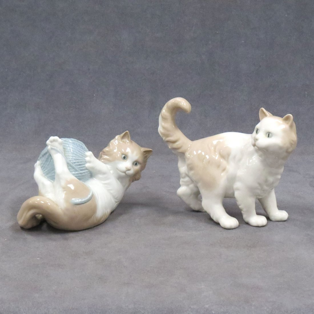 LOT (2) NAO BY LLADRO PORCELAIN FIGURES OF KITTENS