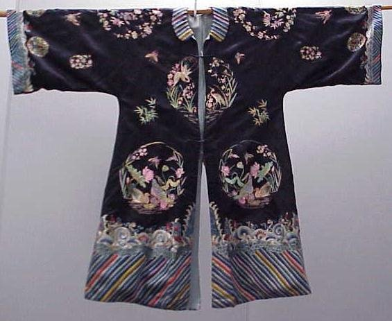 18: VINTAGE CHINESE EMBROIDERED SILK ROBE