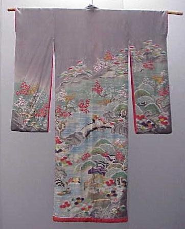 22: VINTAGE JAPANESE EMBROIDERED SILK KIMONO