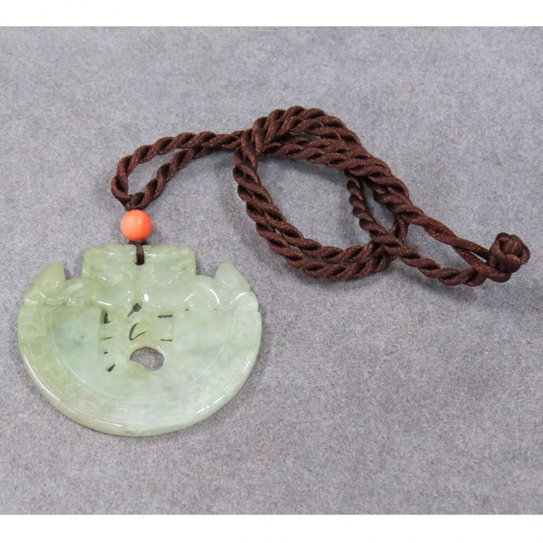 CHINESE CARVED JADE PENDANT/TOGGLE