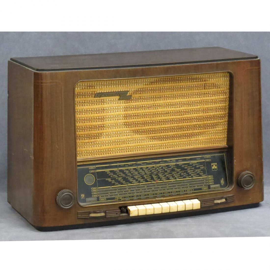 GRUNDIG MODEL #1010GW MULTI-BAND RADIO