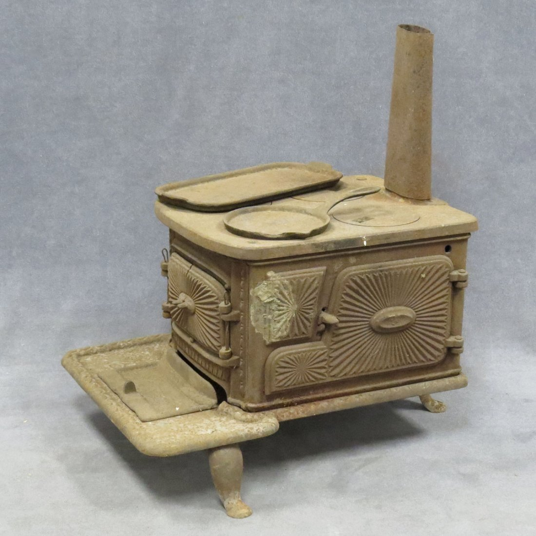 VINTAGE CAST IRON CHILD'S STOVE WITH ACCESSORIES