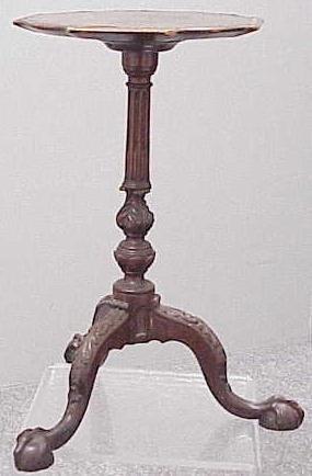 1011: GEORGIAN STYLE CARVED MAHOGANY TEA POT STAND