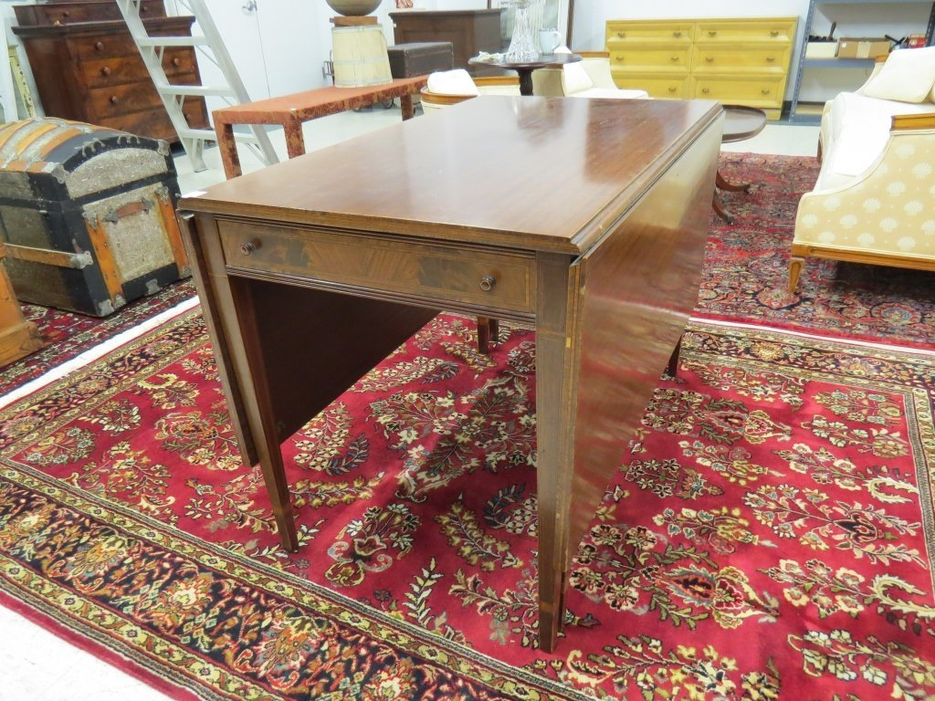 FEDERAL STYLE INLAID AND FINE MARQUETRY TABLE