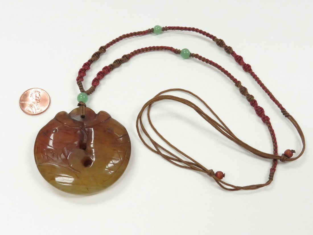 CHINESE CARVED AGATE DOUBLE-FISH PENDANT