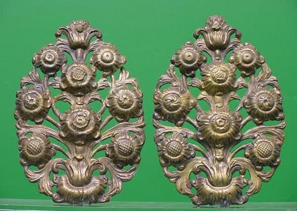 18: PAIR CONTINENTAL BAROQUE STYLE APPLIQUES