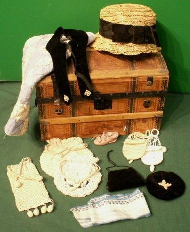 17: DOLL TRUNK WITH DOLL CLOTHING AND QUILT