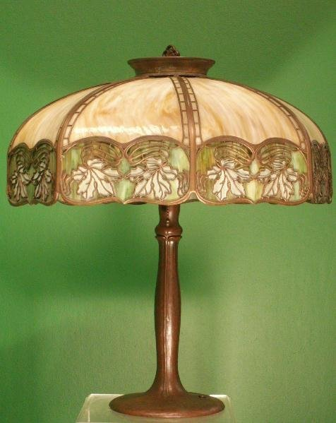 1342: HANDEL BRONZE/SLAG GLASS TABLE LAMP