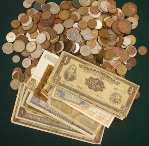 1009: LOT ASSORTED FOREIGN COINS/CURRENCY