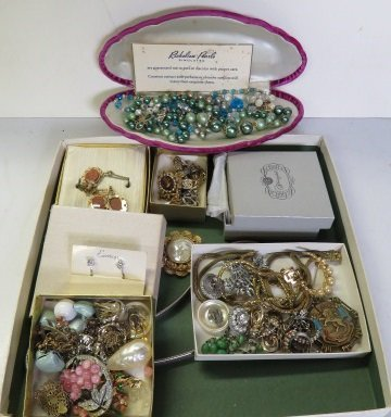 LOT VINTAGE COSTUME DESIGNER AND FASHION JEWELRY