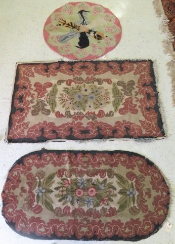 """LOT (3) VINTAGE HOOKED RUGS. LARGEST 3'X 4'11"""" (AS IS)"""