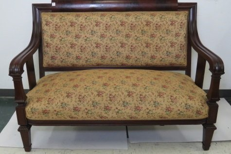 REGENCY STYLE CARVED MAHOGANY SETTEE, 19TH CENTURY.