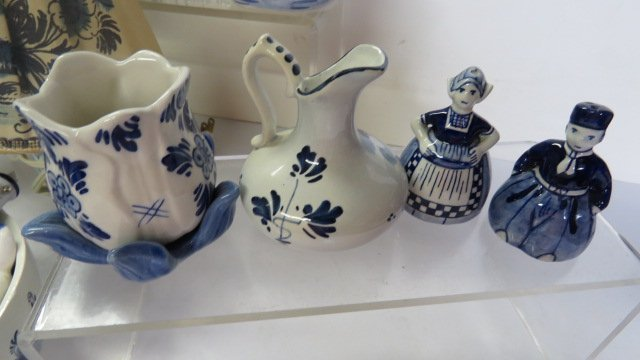 LOT ASSORTED DELFT POTTERY - 5