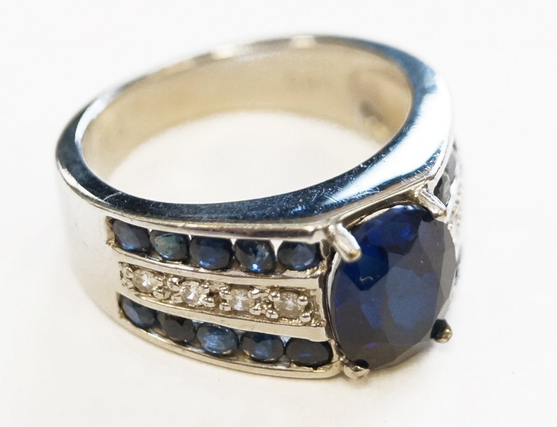 585 WHITE GOLD 2.5 CT SYNTHETIC BLUE SAPPHIRE RING WITH
