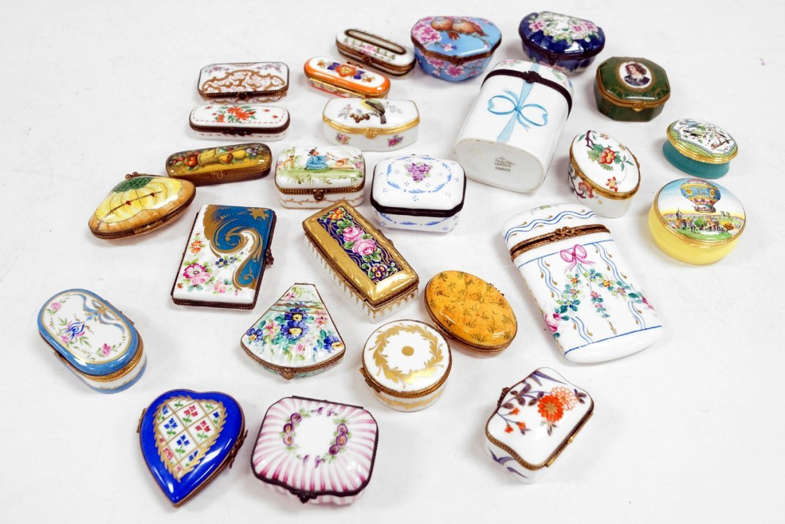 LOT (26) LIMOGES DECORATED PORCELAIN BOXES INCLUDING