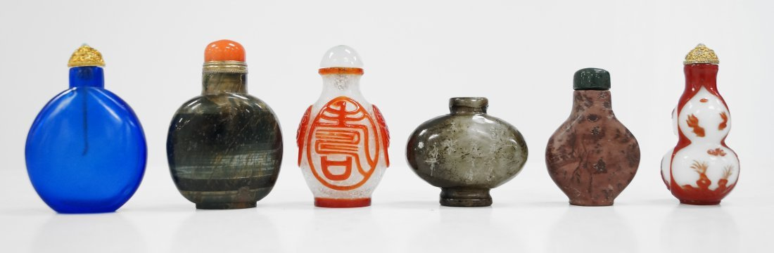 LOT (6) ASSORTED CARVED HARDSTONE AND PEKING GLASS
