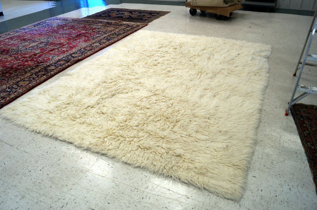 MODERN FLOKATI WOOL CARPET WITH POTTERY BARN LABEL. 8 X