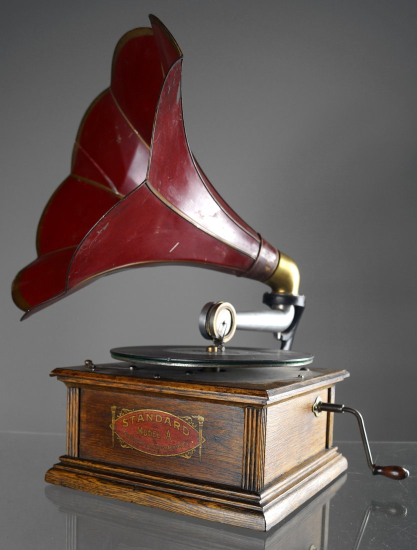 STANDARD TALKING MACHINE CO. MODEL A DISC PHONOGRAPH