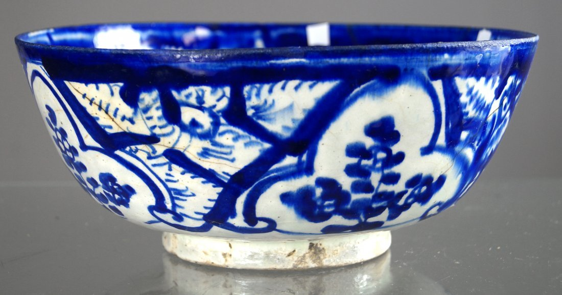 MIDDLE EASTERN FAIENCE DECORATED BOWL, 16/17TH CENTURY.