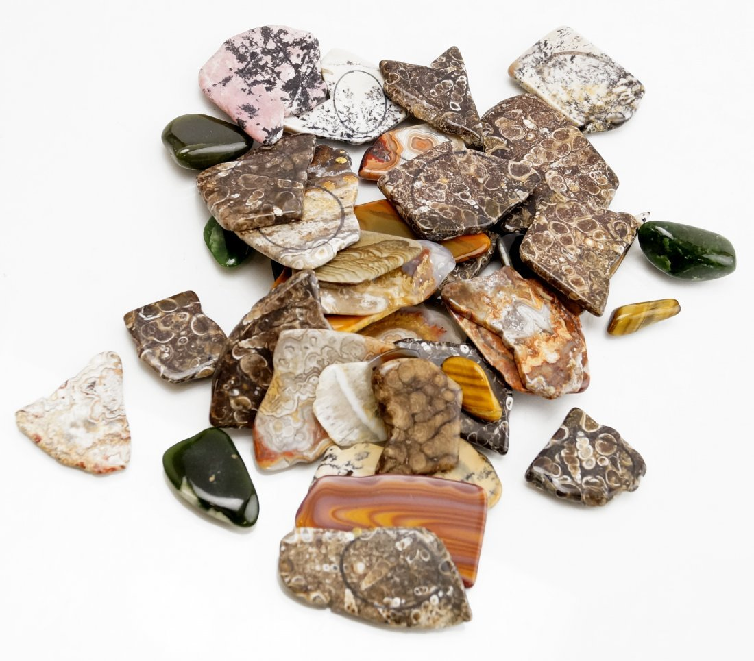 ASSORTED LOT POLISHED AND FACETED GEM STONES INCLUDING