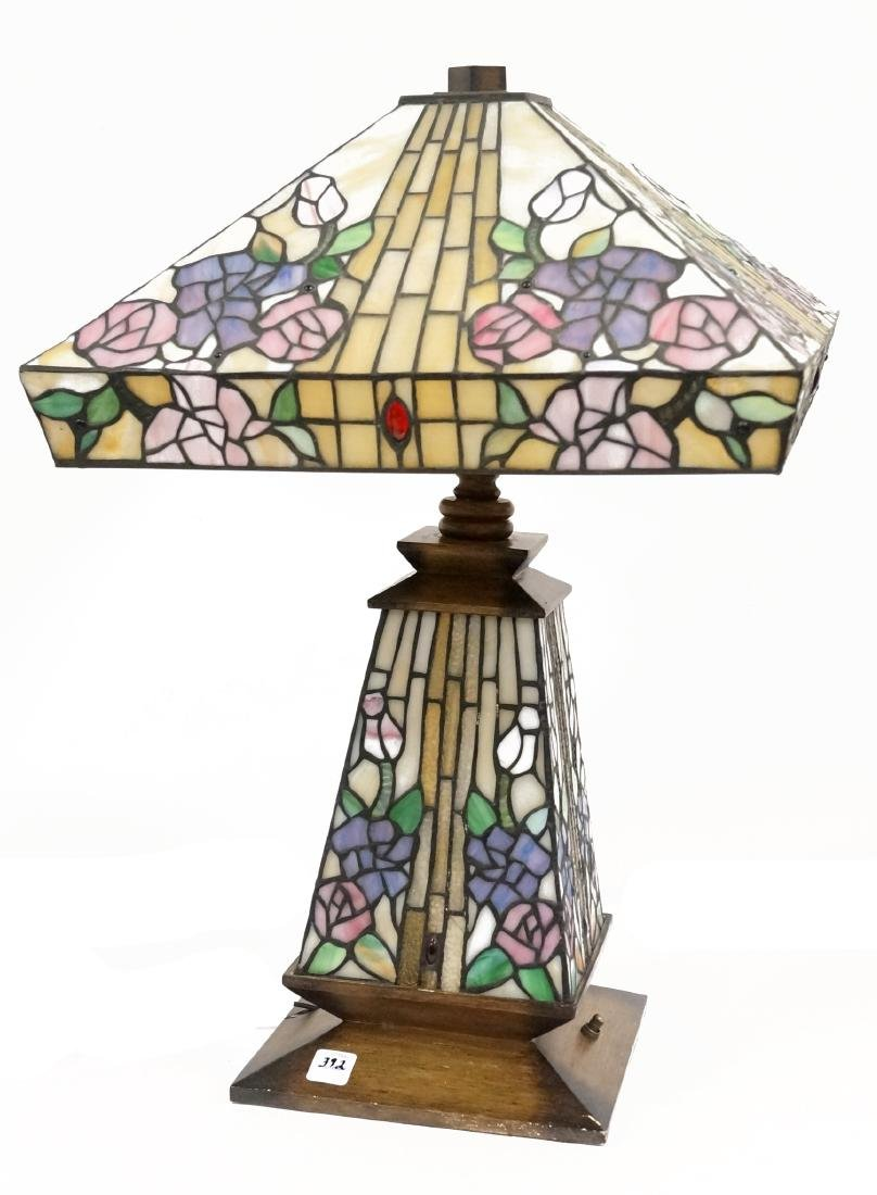 tiffany style table lamp with leaded glass shade and lot 0392. Black Bedroom Furniture Sets. Home Design Ideas