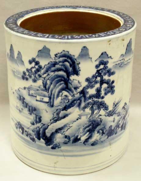 1009: CHINESE BLUE/WHITE DECORATED PORCELAIN VASE