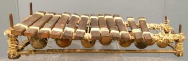 1007A: AFRICAN WOOD/TERRA COTTA XYLOPHONE