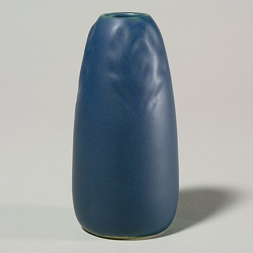 1402: Rookwood blue mat vase peacock feather, 1916