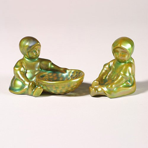 0509: Two Zsolnay Eosin children, green, 2 3/